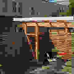 por Bergblick interieurarchitectuur Escandinavo Madeira Acabamento em madeira