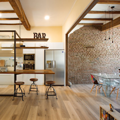 Rustic style dining room by COBE architetti Rustic