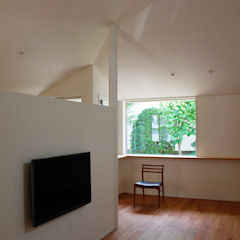 Square in cross モダンな 壁&床 の 丸菱建築計画事務所 MALUBISHI ARCHITECTS モダン 無垢材 多色