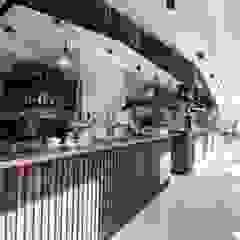 PU Mix gietvloer in delicatessenwinkel en restaurant Franks Smoke House in Amsterdam Oost Moderne kantoor- & winkelruimten van Motion Gietvloeren Modern Kunststof