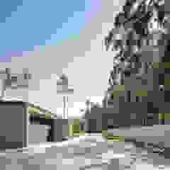 Casa Rio Mau Garagens e arrecadações minimalistas por Raulino Silva Arquitecto Unip. Lda Minimalista