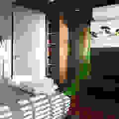 de INSIDE ARQUITETURA E DESIGN Rural Derivados de madera Transparente