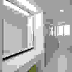 주방을 포인트로 만든 청라린스트라우스 에클레틱 다이닝 룸 by 디자인 아버 에클레틱 (Eclectic)