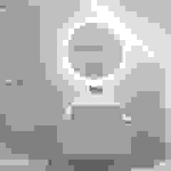 Apartamento na Lapa Casas de banho minimalistas por Maria Inês da Costa | ARQUITECTURA Minimalista