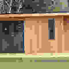 Gimnasios en casa de estilo escandinavo de Nordic Wood Ltd Escandinavo