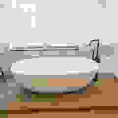 Vrijstaand bad JEE-O Dubai met zwarte badkraan Industriële badkamers van De Eerste Kamer Industrieel IJzer / Staal