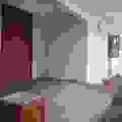 Dua Limas Balkon, Beranda & Teras Tropis Oleh studioindoneosia Tropis Beton Bertulang
