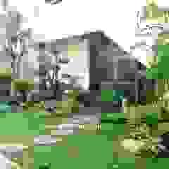 Taman Rumah Surabaya Oleh Alam Asri Landscape Minimalis Kayu Wood effect