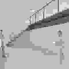 Bloco de Tenente Valadim Garagens e arrecadações modernas por A2OFFICE Moderno