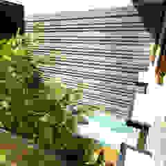 Daylight House Balkon, Beranda & Teras Tropis Oleh AIGI Architect + Associates Tropis Batu