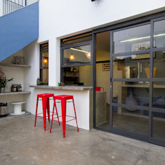 Casa Cervejaria Portas e janelas industriais por Otoni Arquitetura Industrial Alumínio/Zinco