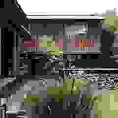 山陵の家 の 中山建築設計事務所 クラシック 木 木目調