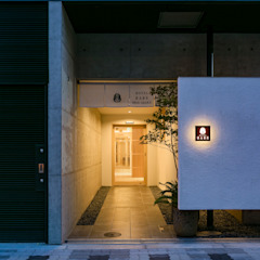 Residential Hotel HARE SHIN-OSAKA モダンなホテル の 一級建築士事務所 アリアナ建築設計事務所 モダン 木 木目調