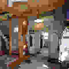 راهرو سبک روستایی، راهرو و پله ها توسط 菅原浩太建築設計事務所 راستیک (روستایی) چوب Wood effect