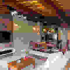 por Bernal Projetos - Arquitetos em Salvador Rústico Madeira Acabamento em madeira