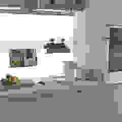Cozinha e sala moderna, cores claras em Braga por Area design interiores Moderno Madeira Acabamento em madeira