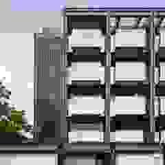 邊間戶型多了金屬隔柵的細膩.為整個建案多了精緻感 竹村空間 Zhucun Design Offices & stores Metal Black