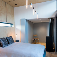 Bedroom extension Industrial style bedroom by Barak Mizrachi Architects Industrial Plywood