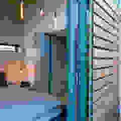 Balcony shutters Industrial style bedroom by Barak Mizrachi Architects Industrial Wood Wood effect