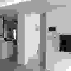 터치 하나로 집의 모든 걸 컨트롤하는 25평 스마트하우스_ 이사 후 by 홍예디자인 미니멀