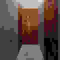 de AGi architects arquitectos y diseñadores en Madrid Minimalista Madera maciza Multicolor