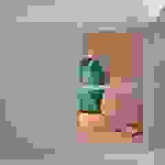 Dormitório de Menina Lúdico por BG arquitetura   Projetos Comerciais Moderno