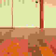 من 大畠稜司建築設計事務所 إنتقائي خشب نقي Multicolored