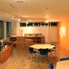 by 大畠稜司建築設計事務所 Eclectic ٹھوس لکڑی Multicolored