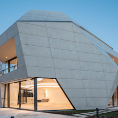 Haritsah Tutuko - homify Casas de estilo moderno Metálico/Plateado