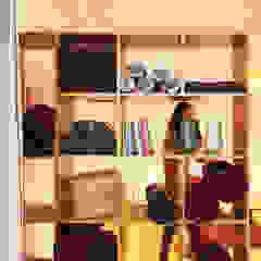 Casa Yogar Lojas e Espaços comerciais minimalistas por Qiarq . arquitectura+design Minimalista Madeira Acabamento em madeira