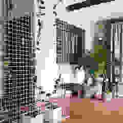 Quinta da Cerca Corredores, halls e escadas rústicos por Qiarq . arquitectura+design Rústico Metal