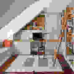 Klasyka pod Warszawą Klasyczne domowe biuro i gabinet od Pracownia Projektowa Poco Design Klasyczny