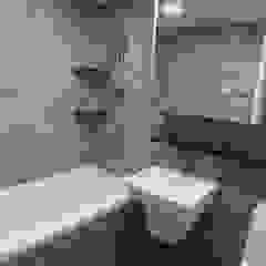 Minimalist style bathroom by YONG DESIGN Minimalist