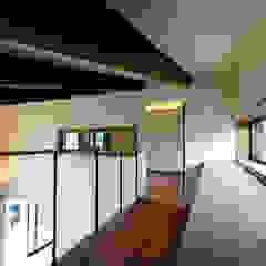 杉並の住宅 大きな切妻屋根の家 モダンデザインの 書斎 の TAPO 富岡建築計画事務所 モダン 木 木目調