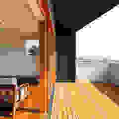 海 望む家 モダンデザインの テラス の Studio tanpopo-gumi 一級建築士事務所 モダン