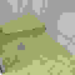 Salle de bain minimaliste par ContainaTech Minimaliste