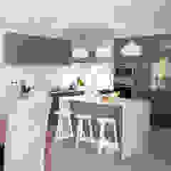 Modern Kitchen by Cecilia Architects CC Modern