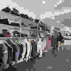 Loja de Roupa | Infantado - Loures Lojas e Espaços comerciais minimalistas por YS PROJECT DESIGN Minimalista Ferro/Aço