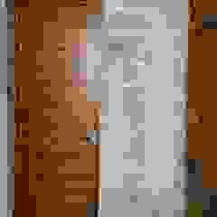 por Creer y Crear. Arquitectura/Diseño/Construcción Rústico Madeira Acabamento em madeira