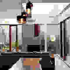 Shared Ambience Ruang Keluarga Gaya Asia Oleh AIGI Architect + Associates Asia Kayu Wood effect