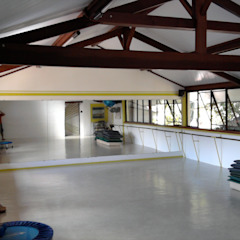 Eclectic style gym by Fernando Menezes Arquitetura Eclectic