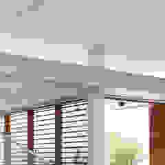 Casa IF Paredes e pisos minimalistas por Martins Lucena Arquitetos Minimalista