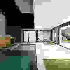 Casa IF Piscinas minimalistas por Martins Lucena Arquitetos Minimalista