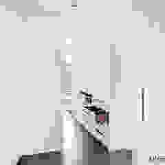 من ONE!CONTACT - Planungsbüro GmbH تبسيطي الخشب هندسيا Transparent