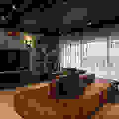 by Santiago   Interior Design Studio Industrial