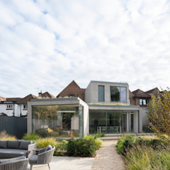 Oatlands Close od IQ Glass UK Nowoczesny Aluminium/Cynk