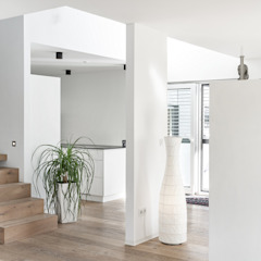 Eclectic style corridor, hallway & stairs by wir leben haus - Bauunternehmen in Bayern Eclectic