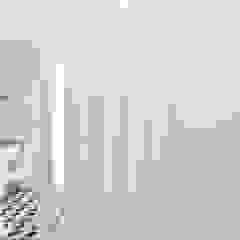Casa Quionga Corredores, halls e escadas mediterrânicos por [i]da arquitectos Mediterrânico