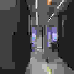 Minimalist corridor, hallway & stairs by Suiten7 Minimalist