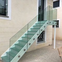 Glass staircase Jardines de estilo mediterráneo de Ion Glass Mediterráneo Vidrio